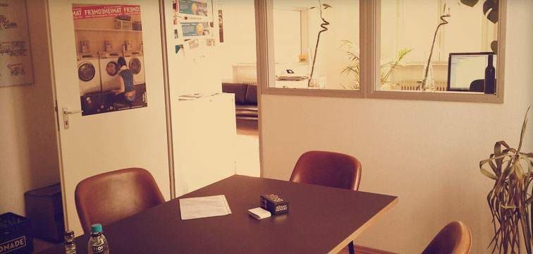 Foto Tojio Internet Agentur Räumlichkeiten Konferenztisch