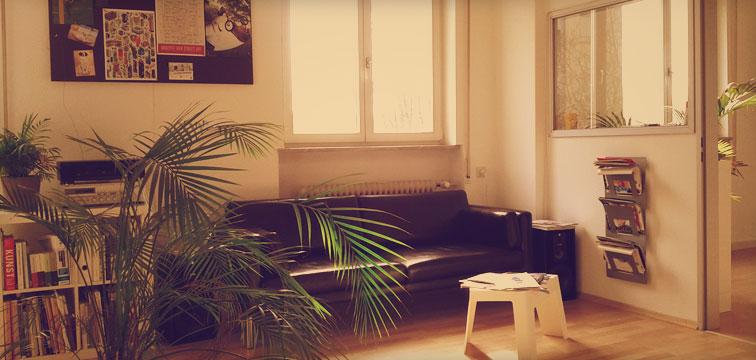 Foto Tojio Internet Agentur Räumlichkeiten Couch
